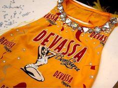 Customização de abadás para o Carnaval - http://www.damaurbana.com.br/customizacao-de-camisetas-para-o-carnaval/