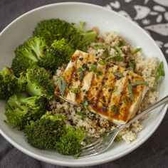 Produce on parade - easy grilled teriyaki tofu w/ quinoa & broccoli - this is Whole Foods Vegan, Whole Food Recipes, Tofu Recipes, Vegetarian Recipes, Dinner Recipes, Tempeh, Teriyaki Tofu, Teriyaki Sauce, Salads