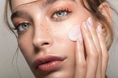Ceramides are lipids (aka fat molecules) that help the skin retain moisture and allow for proper function in the skin barrier. Here, dermatologists and cosmetic chemists break down the importance of ceramides in your daily skin-care routine. French Skincare, Cold Cream, Manicure Y Pedicure, Image Skincare, Pores, Tinted Moisturizer, Facial Oil, Healthy Skin, Serum