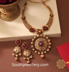 22 Carat gold antique necklace and earrings set studded with rubies by Manubhai Jewellers. Gold Jewelry Simple, Gold Jewellery, Handmade Jewellery, Cartier Jewelry, Jewellery Shops, Bridal Jewellery, Earrings Handmade, Manubhai Jewellers, Gold Bangles Design