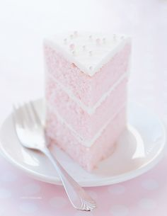 mochi-bunnies:  pink almond party cake✿