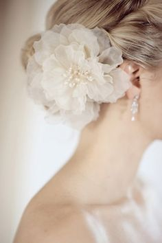 Love this for bridal hair