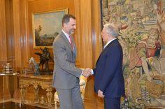 Audiencia al Sr. Taïeb Baccouche, Ministro de Asuntos Exteriores de la República Tunecina. Su Majestad el Rey saluda al al Sr. Taïeb Baccouche, Ministro de Asuntos Exteriores de la República Tunecina Palacio de La Zarzuela. Madrid, 27.05.2015