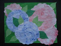 Hortensia's    Maak een mengsel van verf, afwasmiddel en water. Blaas bubbels met een rietje. Als het schuim over de rand komt, leg er dan een blad op. Maak zo verschillende afdrukken. Later kunnen de kinderen de omtrek van een bloem tekenen en uitknippen