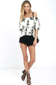 Soar through your day in the Heron Heights Black and Cream Print Off-the-Shoulder Top! Woven rayon falls from an elastic, off-the-shoulder neckline into a fluttering tier atop a wide-cut bodice. Black floral print.