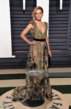 Actress Elizabeth Banks attends the 2017 Vanity Fair Oscar Party hosted by Graydon Carter at Wallis Annenberg Center for the Performing Arts on February 26, 2017 in Beverly Hills, California.  (Photo by John Shearer/Getty Images)