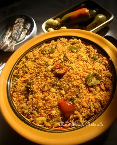 Couscous b'jomma (aux fanes de carottes) Sauce Tomate, Paella, Ethnic Recipes, Food, Fennel, Carrots, Chicken, Tunisian Recipe, Natural Selection