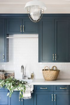 Wrong With This Classic Kitchen Color Can't Go Wrong With This Classic Kitchen Color This Paint Trick Will Make Your Room Look Bigger Than It Actually Is tolles Küchen Design Chevron mosaic backsplash tile Simple Kitchen Cabinets, Refacing Kitchen Cabinets, Blue Cabinets, Kitchen Cabinet Colors, Painting Kitchen Cabinets, New Kitchen, Kitchen Counters, Kitchen Storage, Kitchen Ideas