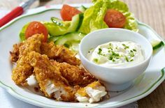 The kids are going to love making and eating these delicious cornflake chicken dippers. Each goujon is coated with a crunchy cornflake coating, which works wonders with the tender chicken. Delicious dunked in homemade cheese and chive dip. 500 Calorie Dinners, Dinners Under 500 Calories, Calorie Diet, Chicken Dippers, Boite A Lunch, Fodmap Recipes, Cereal Recipes, Family Meals, Family Recipes
