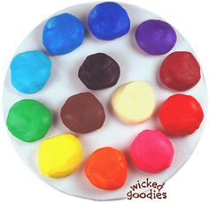 DIY Modeling Chocolate {click for full tutorial}  White Chocolate Recipe (you can dye any color!) Milk Chocolate, Semi Sweet Chocolate, Bitt...