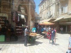 Scorci di vita per le viuzze prospicienti il Santo Sepolcro a Jerusalem - Israel 30/08/13
