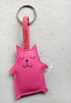 Schlüsselanhänger pinke Katze // Pink cat key chain via DaWanda.com