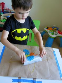 Older toddlers: wrap bubble wrap around a TP roll and then paint a shape with it (animal, fish, bird, car etc). Ocean Activities, Educational Activities For Kids, Indoor Activities For Kids, Toddler Activities, Bubble Wrap Crafts, Bubble Wrap Roll, Diy Crafts For Kids, Preschool Activities, Fun Crafts