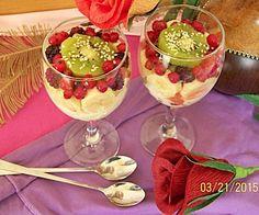 Sałatka owocowa z jogurtem i sezamem. Smakuje wybornie!