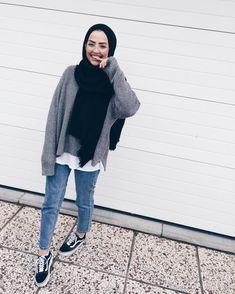 winter outfits hijab Outfit Ideas To Wear Winter H - winteroutfits Casual Hijab Outfit, Hijab Chic, Casual Outfits, Cute Outfits, Winter Outfits, Modern Hijab Fashion, Hijab Fashion Inspiration, Muslim Fashion, Fashion Black