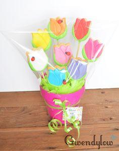 Maceta con galletas con forma de tulipanes - Día de la Madre Mother's Day Cookies, Cute Cookies, Easter Cookies, Sugar Cookies, Cookie Bouquet, Flower Cookies, Cookie Gifts, Mom Day, Cookie Designs