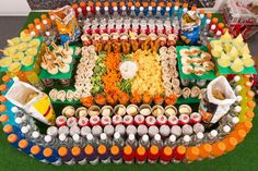 This super bowl snack stadium isn& for the fa. This super bowl snack stadium isn& for the faint of heart. This is a sure enough way to make sure that your team wins on game day. Super Bowl Party, Super Bowl Essen, Healthy Superbowl Snacks, Superbowl Party Food Ideas, Tailgating Ideas, Tailgate Food, Peach Syrup, Buffet, Super Bowl Sunday
