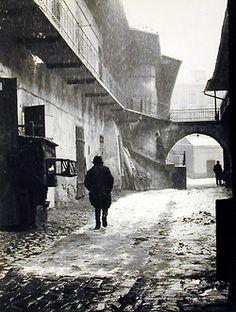 "From ""A Vanished World - photographs of the Jewish ghettos in Kraków & Mukachevo 1935-1938"", by Roman Vishniac."