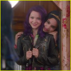 Mal & Evie's Friendship Takes Center Stage In New 'Descendants ...