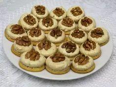 Husárske gombíky • Recept | svetvomne.sk Christmas Goodies, Christmas Baking, Tiramisu, Peanut Butter, Muffins, Cheesecake, Biscuit, Food And Drink, Banana