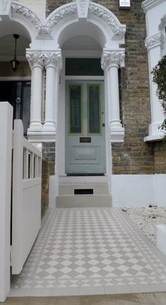 Ideen rund ums Haus grey and white victorian mosaic tile path How To Choose A Curio Cabinet Curio ca Victorian Front Garden, Victorian Front Doors, Victorian Porch, Victorian Townhouse, Victorian Mosaic Tile, Victorian Bathroom, Victorian Hallway Tiles, Victorian Flooring, Edwardian Hallway