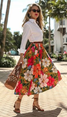 Vacation Style For Do-Stuff Days // White button-down menswear shirt, pleated floral-print tencel an Girly Outfits, Skirt Outfits, Dress Skirt, Casual Outfits, Shirt Skirt, Modelos Fashion, Inspiration Mode, Mode Vintage, Ladies Dress Design