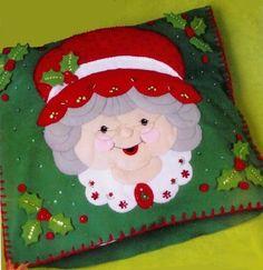 Christmas Chair, Christmas 24, Felt Christmas Ornaments, Christmas Sewing, Christmas Projects, Xmas, Christmas Quilting, Felt Decorations, Christmas Decorations