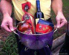 last-minute housewarming gift idea: spaghetti dinner in colander