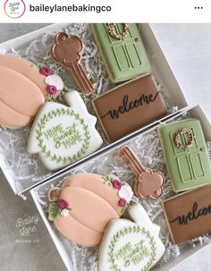 Can't stop with the florals! Cookies Cupcake, No Bake Sugar Cookies, Fall Cookies, Iced Cookies, Cut Out Cookies, Cute Cookies, Royal Icing Cookies, How To Make Cookies, Holiday Cookies