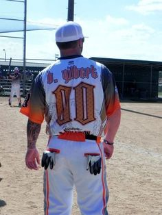 Brantley Gilbert in BASEBALL PANTS?! #perfection