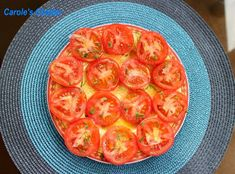 Sliced tomatoes plate with onion by Carole's Chatter - simple but special Christmas starter Christmas Starters, Beefsteak Tomato, Christmas Lunch, Sliced Tomato, Beef Steak, Recipe Collection, Favorite Holiday, Food Dishes, Tomatoes