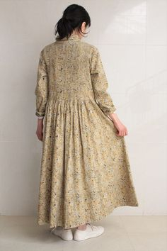 She really likes big dresses and skirts and comfy jeans. Mori Fashion, Abaya Fashion, Fashion Sewing, Pretty Outfits, Beautiful Outfits, Summer Outfits Women, Blouse Dress, Linen Dresses, Designer Dresses
