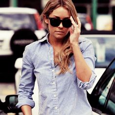 crisp button down and raybans