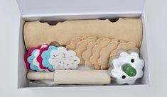 "AWESOME tutorial on making ""Roll, Cut, Bake, & Frost Felt Cookie Kit!"" - I LOVE felt food!!"