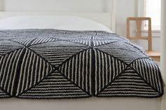 Optisk tæppe. Tæppe med fantastisk visuel effekt. Ikke svært at strikke. Der er ingen sammensyninger.