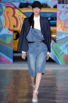 See all the Collection photos from Dkny Spring/Summer 2014 Ready-To-Wear now on British Vogue Denim Fashion, Runway Fashion, Spring Fashion, Donna Karan, Fashion Brand, Fashion Show, Fashion Design, High Fashion, Women's Fashion