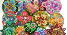 Found these exquisite felt brooches by British designer Jane Smallcombe . Jane loves all crafts and has been able to knit and crochet since. Embroidery Hearts, Felt Embroidery, Cross Stitch Embroidery, Scrap Fabric Projects, Felt Projects, Fabric Scraps, Button Ornaments, Ornament Crafts, Felted Wool Crafts