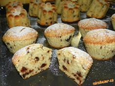 Stracciatellové muffiny ze zakysané smetany - nádherně nadýchané! Božííí mňamka !!!! Czech Recipes, Russian Recipes, Sweet Desserts, Sweet Recipes, Cupcake Recipes, Baking Recipes, Eastern European Recipes, Breakfast Bake, Sweet Cakes