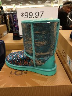 Sparkly UGGs!! WANT!!