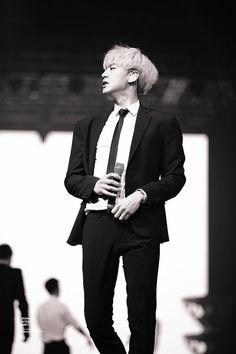 #chanyeol  #silverhair #pcy #parkchanyel #exochanyeol #exo #チャニョル #灿烈 #朴灿烈 #찬열 #박찬열 #kpopstar #Koreanstar #Kpop #kpopidol #mono  #monochrom#blacksuit #exolution