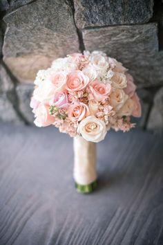 cool 65 Vintage Roses Bouquet Bridal Ideas https://viscawedding.com/2017/08/18/65-vintage-roses-bouquet-bridal-ideas/