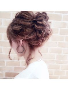 【riche】ゆるアップ Bride Hairstyles, Messy Hairstyles, Pretty Hairstyles, Hair Dos For Wedding, Hair Hub, Mother Of The Bride Hair, Hair Arrange, Hair Setting, Japanese Hairstyle