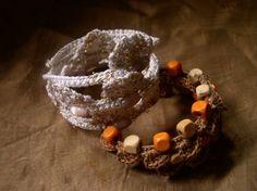 Free Pattern spring-wire-crochet-bracelet-two Crochet Bracelet Pattern, Crochet Jewelry Patterns, Knit Bracelet, Bracelet Patterns, Beading Patterns, Crochet Jewellery, Knitted Jewelry, Crochet Pattern, Crochet Rings
