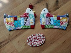 DIY step-by-step tutorial. Scrap Fabric Projects, Fabric Scraps, Sewing Projects, Applique Patterns, Quilt Patterns, Chicken Quilt, Chicken Crafts, Fabric Bowls, Quilted Gifts