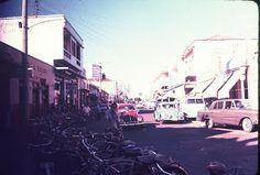 A cidade das bicicletas e das charretes  O racionamento de combustível na Segunda guerra Mundial  intensificou o uso da bicicleta e da charrete de tração animal. Desde 1944 e nas décadas de 1950 e 1960 criou-se o habito de utilizar esses meios de transportes; antes ainda a planura da cidade de Araçatuba sempre foi conveniente  às bicicletas. Até o fim da década de 1960, era comum o uso da charrete como transporte de pessoas em lugar dos taxis motorizados.