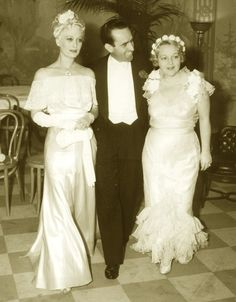 Harold Lloyd with wife, Mildred Davis and Dolores Costello Hollywood Photo, Hollywood Icons, Hollywood Walk Of Fame, Vintage Hollywood, Classic Hollywood, John Drew Barrymore, Dolores Costello, Janet Gaynor, Marie Prevost