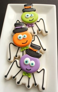 Silly Spider Cookies -- cute for Halloween! Fall Cookies, Iced Cookies, Cut Out Cookies, Cute Cookies, Holiday Cookies, Halloween Cookies Decorated, Halloween Sugar Cookies, Halloween Sweets, Halloween Goodies