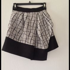 Banana Republic asymmetrical jacquard skirt. skirt  has never been worn. Golf zipper detail on the back. It is a longer in the front than in the back. Perfect with a black or white blouse or a bold color top. Thick material. Banana Republic Skirts