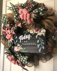 7 Fast And Easy Summer Decorating Ideas For Any Budget! Easter Wreaths, Holiday Wreaths, Deco Mesh Wreaths, Ribbon Wreaths, Burlap Wreaths, Diy Wreath, Wreath Making, Wreath Ideas, Shabby Chic Wreath