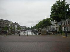O canal na bela cidade de Haarlem - Holanda